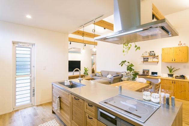 調理中でも家族の様子がわかるオープンキッチン