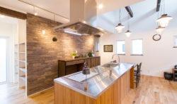 オープンキッチンで広々とした空間