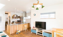 キッチンはフルフラットの対面式