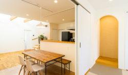 ダイニングつながりの和室は建具で仕切ることで個室にもなります