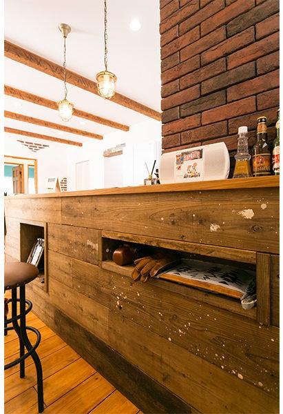 こだわりの古材を使ったキッチン