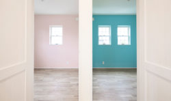 子供部屋はピンクとブルーのクロスに