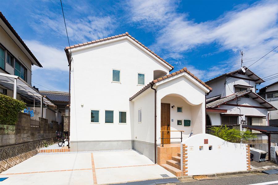 漆喰を使ったかわいいお家です