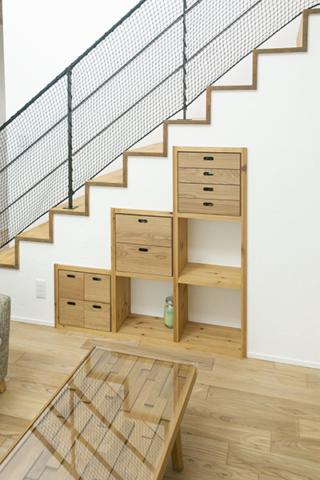 造作と既製品をミックスした階段下収納