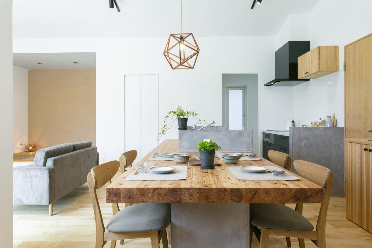造作タイニングテーブル&カウンターがお洒落な平屋画像3