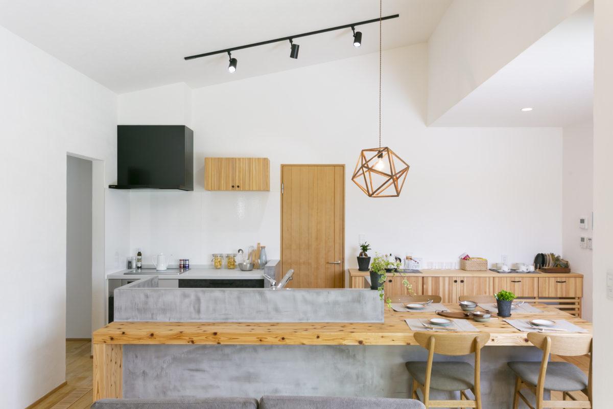 造作タイニングテーブル&カウンターがお洒落な平屋画像7