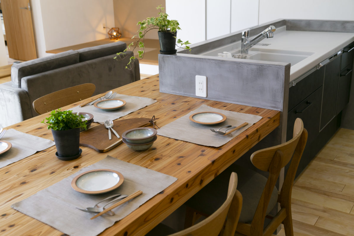 造作タイニングテーブル&カウンターがお洒落な平屋画像5