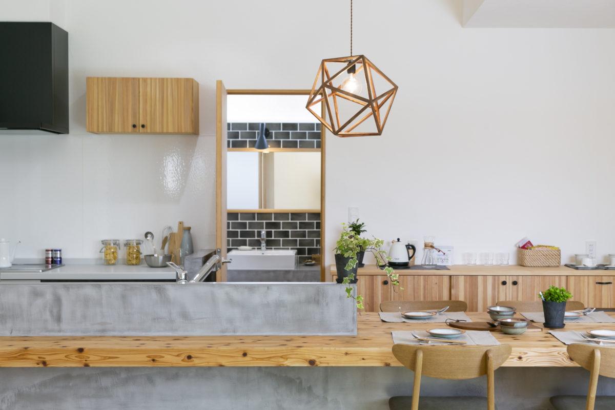 造作タイニングテーブル&カウンターがお洒落な平屋画像6